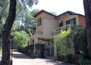 "<b><i>Discount Holidays ©</i></b> Holiday Homes At Kasauli By ""V"" Are Family"