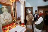AMAL2474 (Sri M with Sant Vivek Das Acharya Saheb, Kabir Chaura Math, Moolgadi, Varanasi, UP)