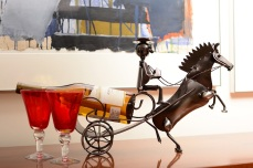 horse-carriage-wine-holder-1