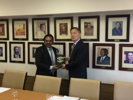 kerala-tourism-director-shri-u-v-jose-presenting-the-report-on-the-states-responsible-tourism-initiatives-to-mr-xu-jing-unwto-regional-director-for-asia-and-the-pacific-during-a-recent-meeting-at
