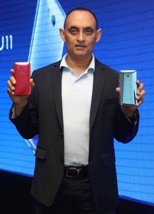Mr Faisal Siddiqui lauching HTC U11 smartphones